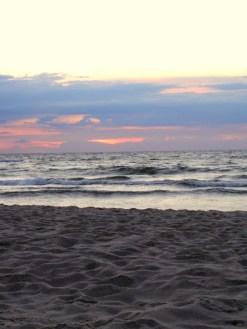 pusta plaża późnym popołudniem
